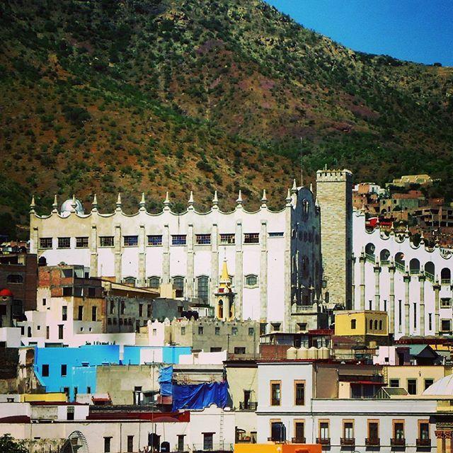 Universidad de Guanajuato.  #guanajuato #Mexico #guanajuateando #pasionxguanajuato #pasionxmexico #ig_guanajuato #ig_mexico #visitmexico #liveittobelieveit #vivamexico #vivemexico #mexicomagico #travel #traveler #destinations #trip #hotel #resort #holidays #vacations #placestovisit #placestogo