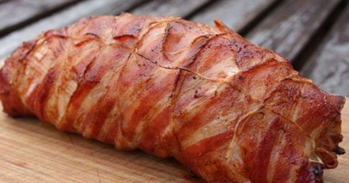 Ингредиенты: Свиная грудинка — 500 г Помидор — 1 шт. Твердый сыр — 100 г Лук — 1 шт. Чеснок — 3 зуб. Бекон — 200 г Соль...
