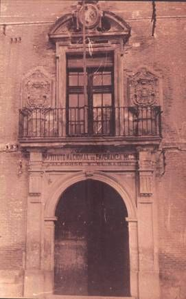 Fachada del Instituto, donde se instaló provisionalmente la Universidad de Murcia (1915) Es el Instituto Lcdo. Cascales