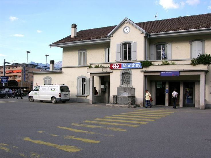 You are almost there! Take the bus 63 heading to Les Cerniers or take the cab which will drive you up to Whitepod in 20 minutes | Monthey Train Station CFF