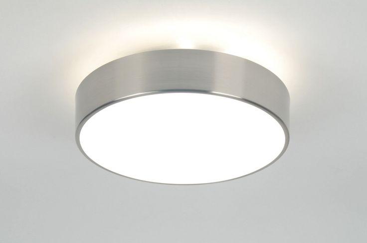 Artikel 70714 32cm Mooie plafondlamp - badkamerlamp van glas met een mooie stalen rand er omheen. Door de speciale constructie geeft deze plafondlamp ook aan de bovenzijde licht via het plafond. Het glas heeft een bajonetsluiting; een kwart slag draaien en het glas is los. Geschikt voor 2x max. 40 watt E27 gloeilampen of energiezuinige spaarlampen.(exclusief) Afdichtingsklasse: IP44