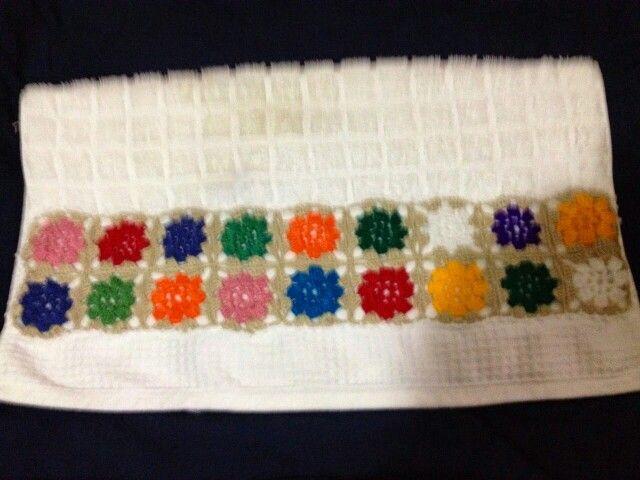 Toalla con apliques en crochet toallas en punto de cruz for Apliques para toallas