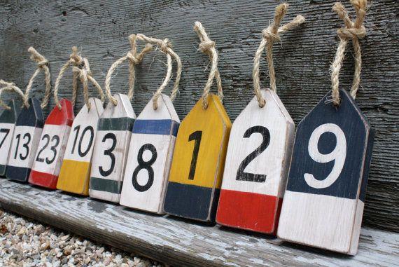 LIVRAISON GRATUITE SUR TOUS LES ARTICLE *** Oh la bouée! Ne pas être pris sans ces bouées à votre mariage, fête ou un événement de voile! Grande détresse bois bouée numéro de Table ou des étiquettes décoratives. (((Commander au début! Il y a un délai de 3 semaines pour ces))) Chacun a été peint à la main coupé en forme de bouée, en détresse. Commande par taille et vous recevrez des bouées numérotées de 1 à la quantité que vous commandez. Il y a 6 couleurs qui permet de faire défiler ...