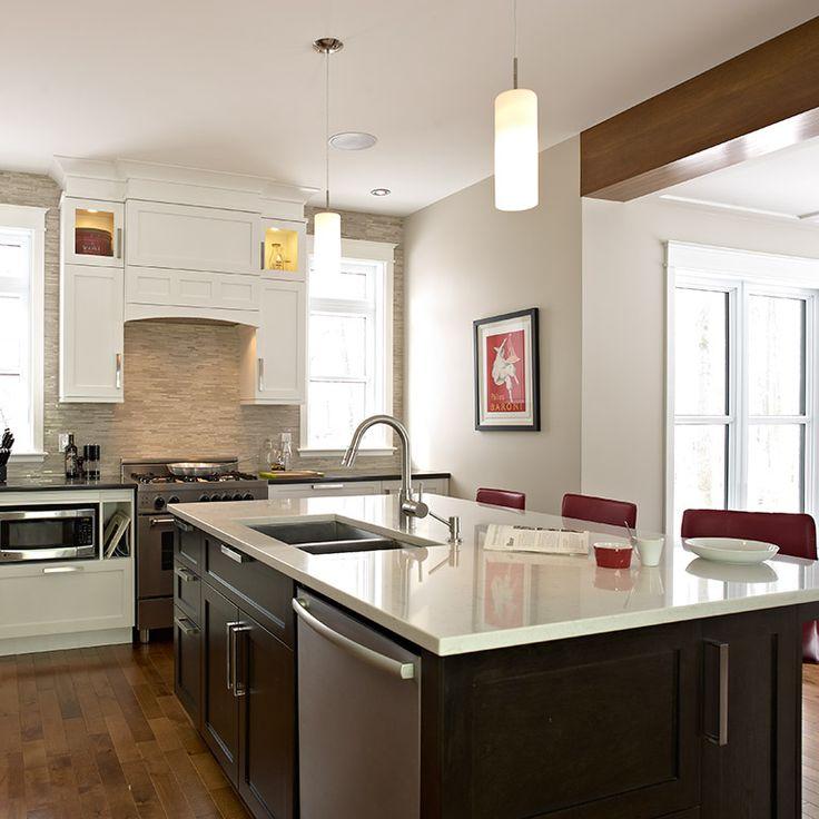 ilot de cuisine fonctionnel avec evier en sous-plan et lave-vaisselle