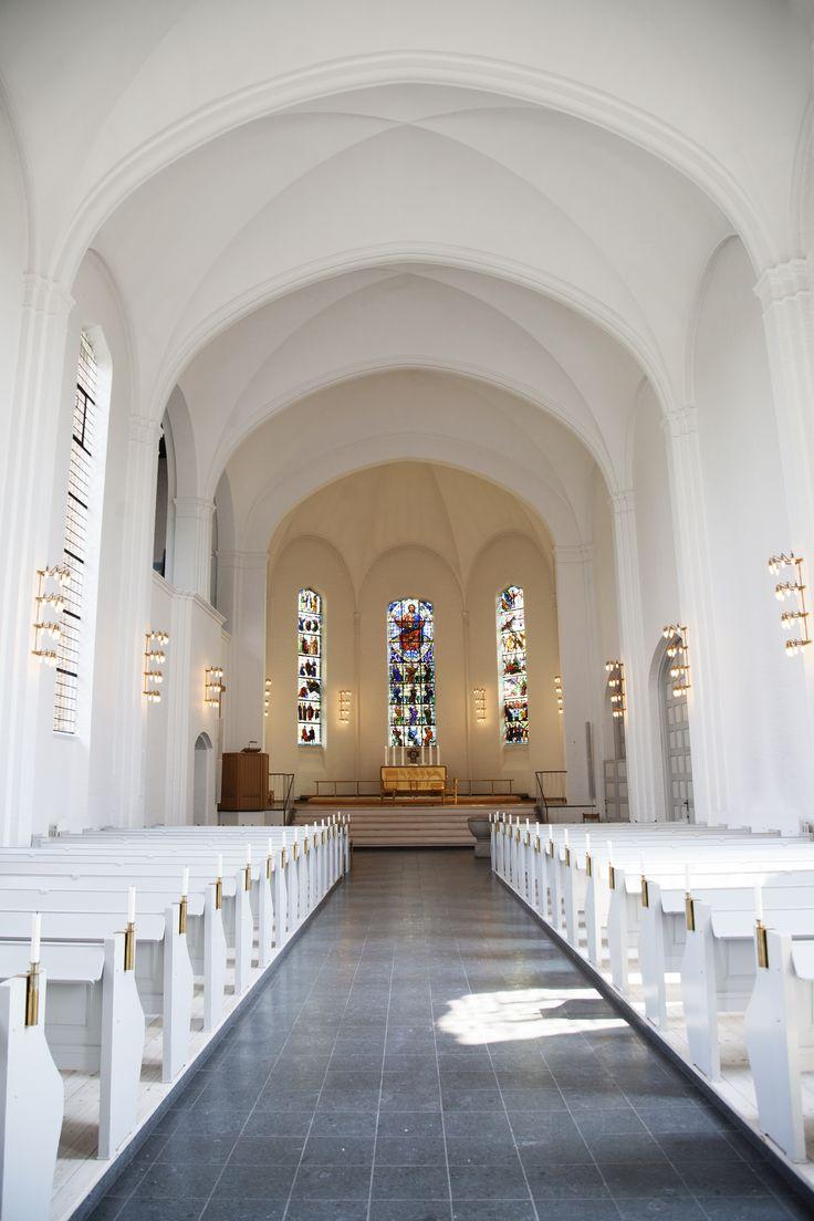 Silke Bonde wedding.  www.silkebonde.dk Photo by Marie Louise Munkegaard