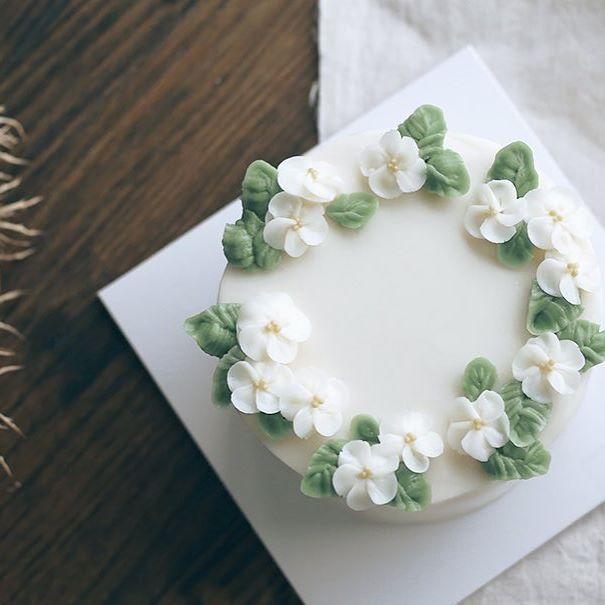 심플하게 작은 흰꽃 D.Story Cake  #flowercake