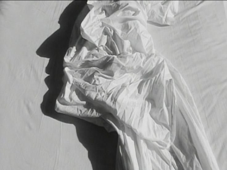 Alain Fleischer - L'homme dans les draps, Vidéo noir et blanc, 2003
