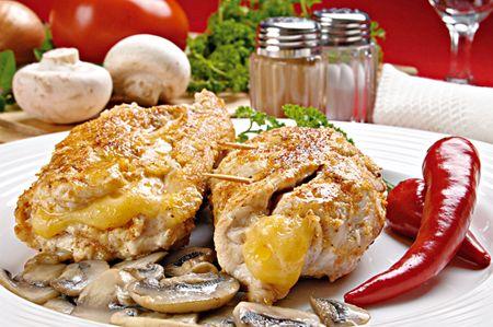 Κοτόπουλο φιλέτο γεµιστό µε µανιτάρια, cheddar και προσούτο