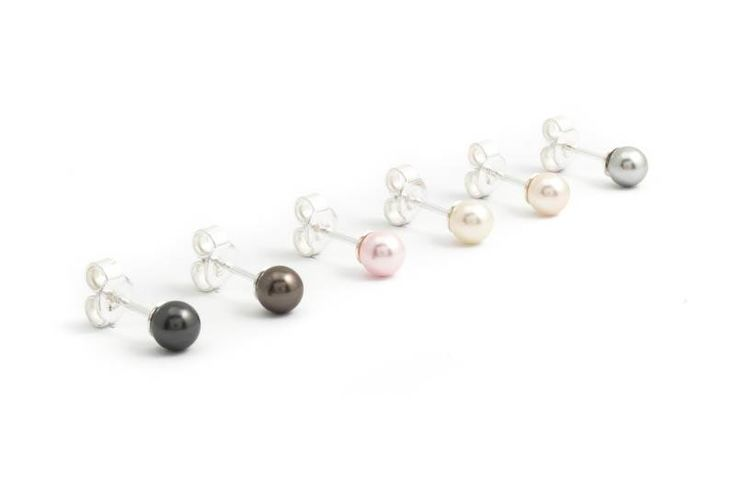 Zwarte parel oorknopjes met 5 mm black pearl Swarovski Elements pareltje