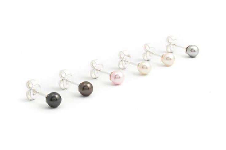 Zwarte parel oorknopjes met 5 mm black pearl Swarovski Elements pareltje