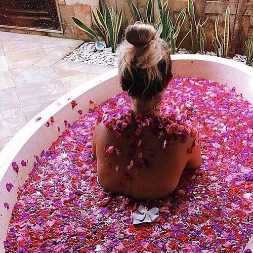 This flower bath is everything <3