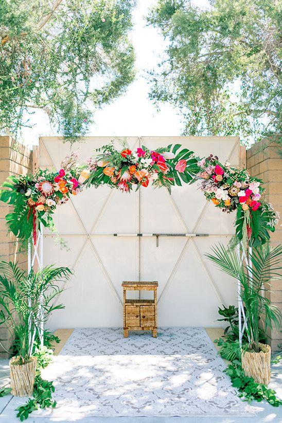floral wedding arch @weddingchicks