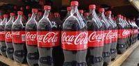 Кока-кола для дачи На кока-колу, налитую в неглубокие, прикопанные в землю рядом с растениями емкости, сползаются слизни, как на приманку.