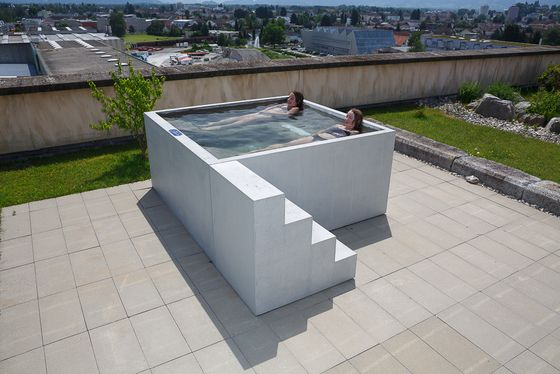 Concrete Whirlpool   Design Example di Dade Design AG   Vasche idromassaggio da giardino