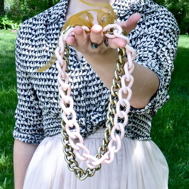 DIY: painted chain statement necklaceDiy Necklaces, Statement Necklaces, Painting Chains, Diy Fashion, Diy Gift, Diy Jewelry, Fashion Accessories, Chains Statement, Chains Necklaces
