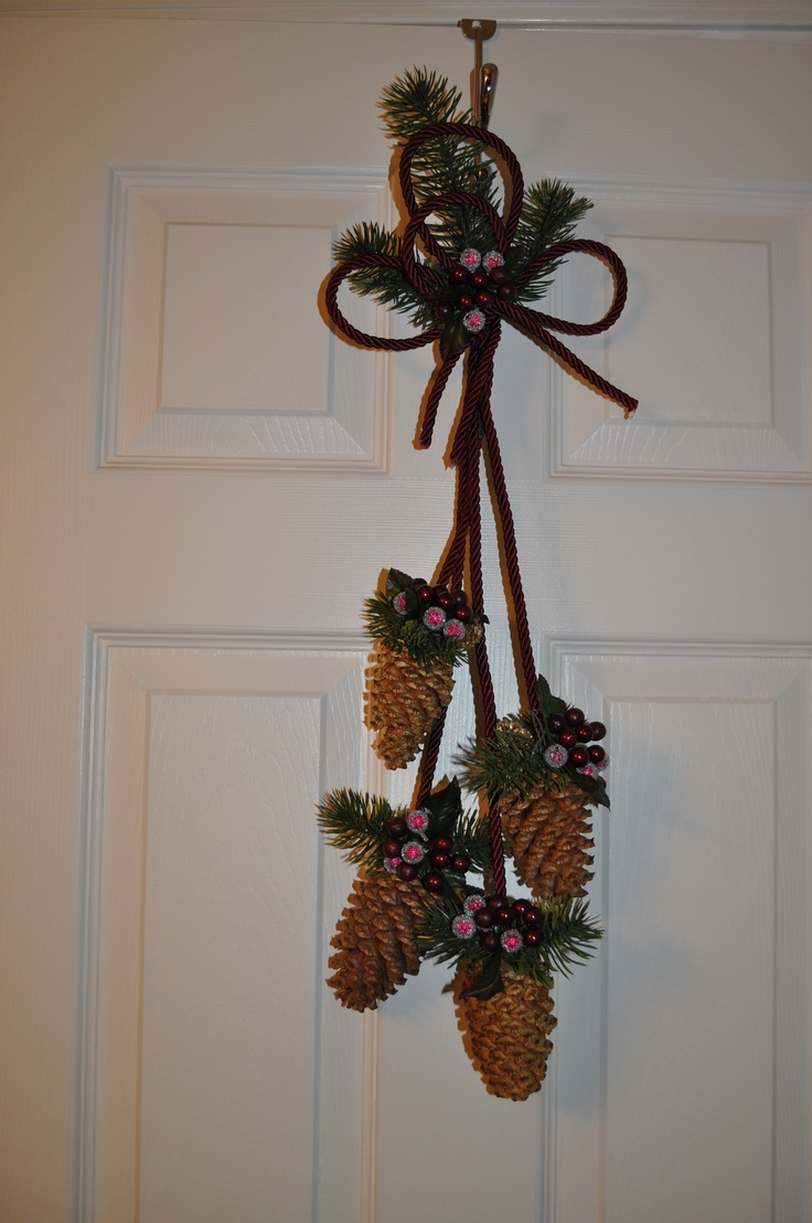15 best decorating with pine cones images on pinterest for Pine cone door decoration