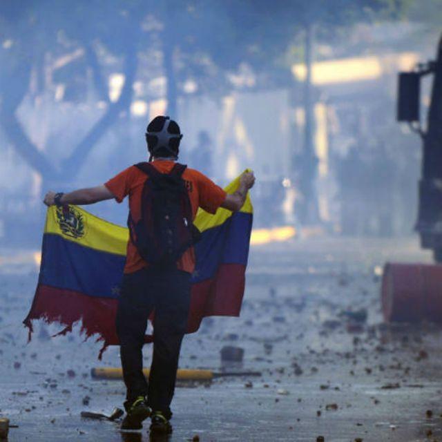 Ponlo en facebook, en twitter, en whatsapp, el que se cansa pierde, que el mundo se entere #LaCausaEsVenezuela