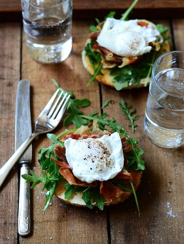 Toasted Breakfast Bagel Sandwich     The Goods:    4 slices of prosciutto  1/4 cup vinegar  2 large organic eggs  1 tbsp. butter  1 cup fresh arugula  2 bagels, cut in half and toasted  sea salt and cracked pepper  Extra-virgin olive oil to drizzle
