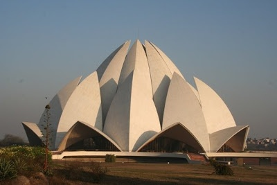 The biggest flower in India and probably in the world! I stumbled on this magnificent Lotus flower in New Delhi. It is The Bahá'í House of Worship. Isn't it fantastic?