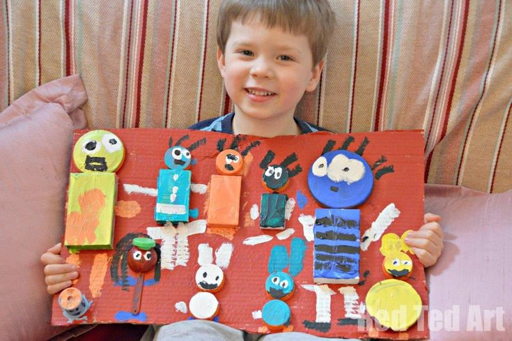 Exploring Great Artists - we looked at junk collages similar to Karel Appel. And the kids had a great time designing their piece of artwork and painting.