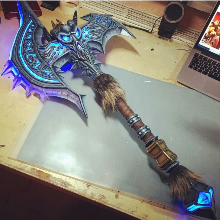 Shadowmourne - World Of Warcraft weapon----Want...no need this!!