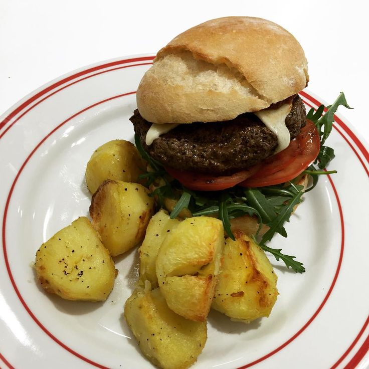 Burgers on today's menu served with a side of crunchy potato hash!  @vicbookz