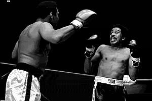 Muhammad Ali & Richard Pryor in a boxing exhibition fight at a benefit in 1978.