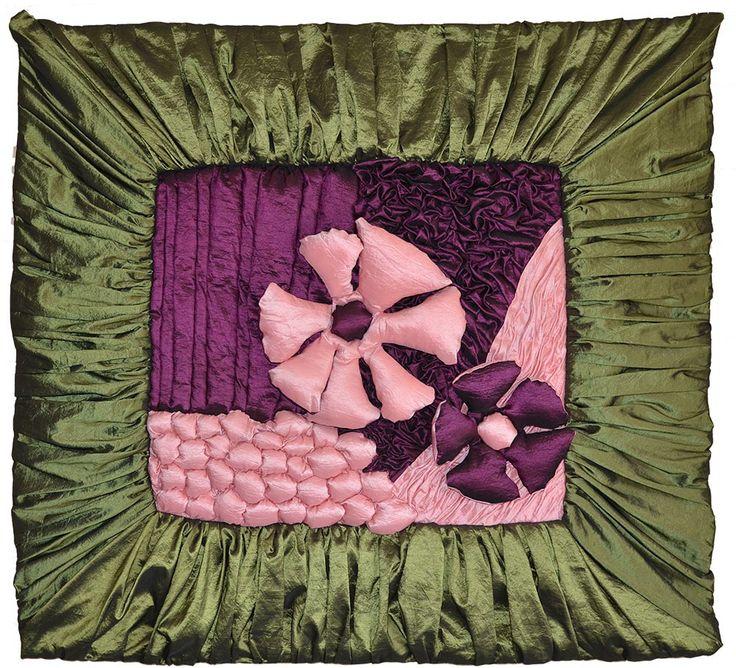 """AtelierMD: Wandkleed Tweeling paars  ©2013 Formaat 100 cm bij 100 cm, 5 cm dik  Taftzijde op canvas en katoen.  Hoort bij Tweeling roze en is complimentair ervan. Leuk voor de kamer van een tweeling, om ze tegenover elkaar hangen of op een andere manier te spelen met het """"spiegelbeeld""""."""