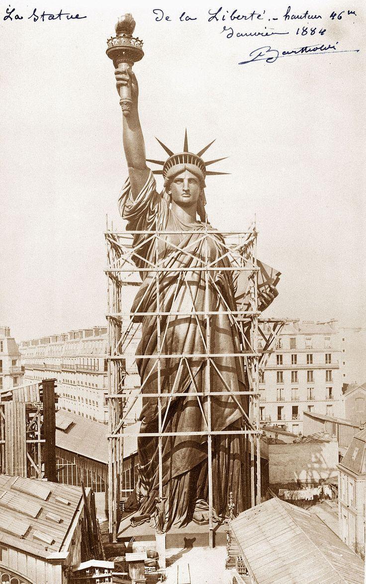 Statue de la Liberté en construction à Paris en janvier 1884.