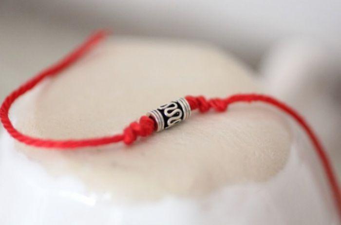 Червона нитка на зап'ясті: всі секрети самого могутнього амулета