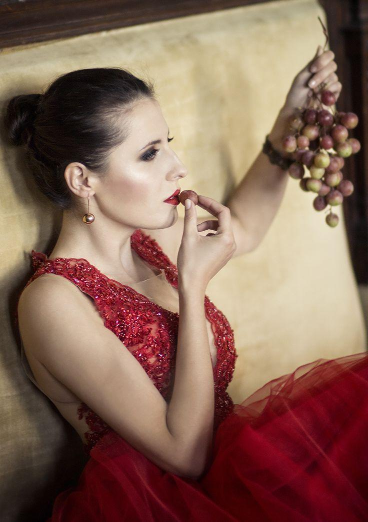 #fashion #glamour #red #dress #beauty #model #Poland #palace #Czerniejewo #session #photography