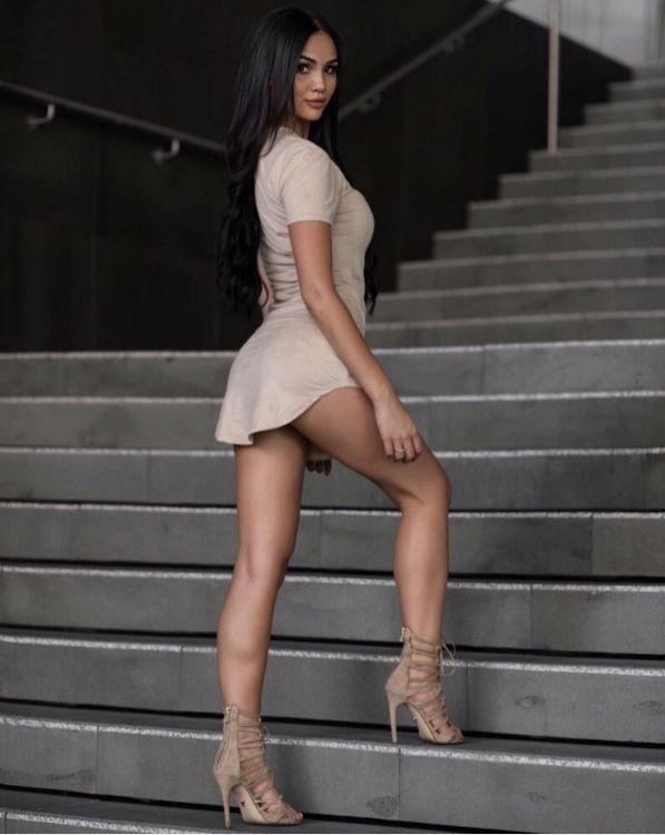 hot-women-in-tight-skirt-nude