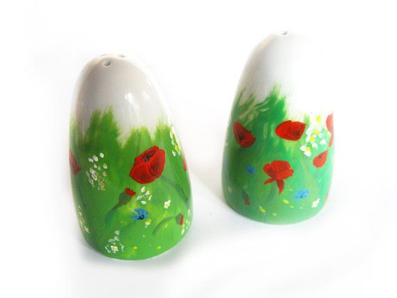 Salt and pepper shakers with beautiful poppies