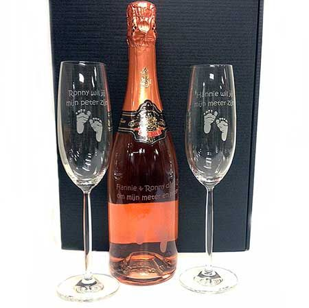 Champagnepakket gegraveerd om Peter en Meter te vragen.