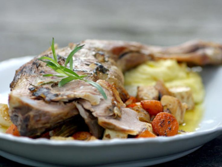Kjelår med ovnsbakte grønnsaker og mandelpotetpuré