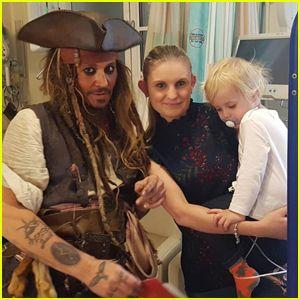 Johnny Depp visita el Hospital Infantil Vestido como Jack Sparrow! - Noticias