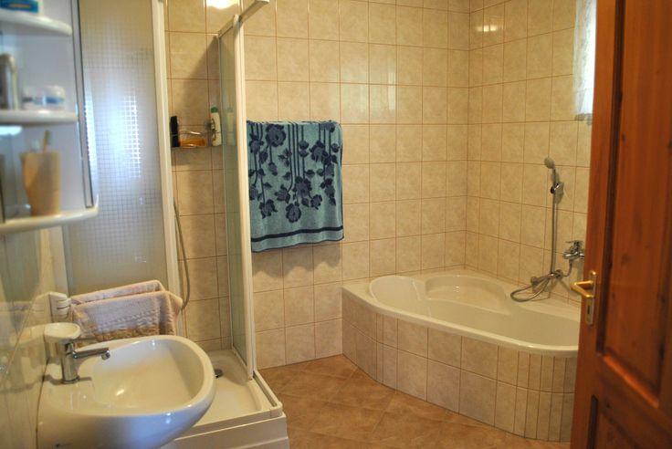 Fürdőszoba: zuhanyzó, sarokkád, Wc