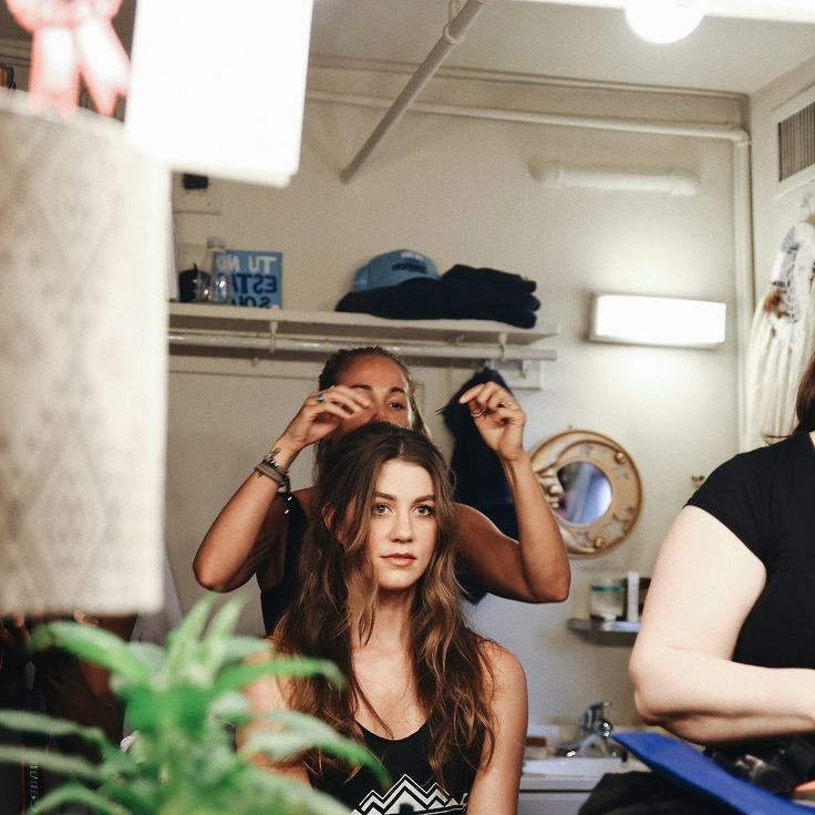 """212 Likes, 24 Comments - Laura Dreyfuss (@hotdamnitslaura) on Instagram: """"Can't stop sry"""""""