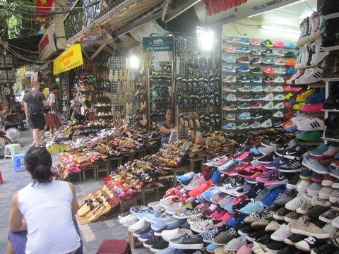 ハノイの観光地として、一番の人気を誇る「旧市街」。ベトナムの古くからの町並みが現存し、建造物が国で保護されている旧市街は、未だに古き良き人々の生活が垣間見られると同時に、多くのひとが行き交うショッピングエリアとしても人気です。ハノイ滞在中、必ず一度は訪れる場所なのではないでしょうか。今回は旧市街36ストリートの中でもショッピングで訪れたい、注目のストリートをご紹介します。