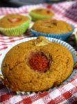 Muffins de morango, ruibarbo e cardamomo by pitadadepai