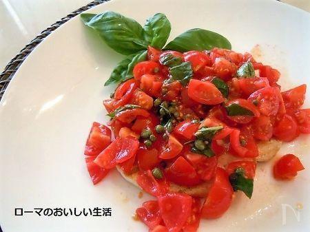 めかじきを1㎝位の薄切りにして グリルした上に トマトとケッパー バジリコなどで香付けしたソースをたっぷり添えました。さっぱりといただけるイタリアン風のめかじき料理です。