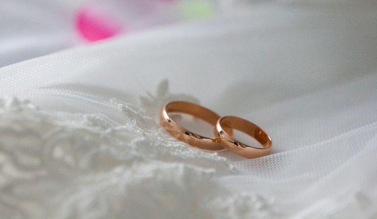 Кольца на свадьбу. Организация и проведение свадеб.   Свадебное агентство Александры Фукс #aleksandrafuks   #проведениесвадьбы #организациясвадебногомероприятия #организоватьсвадьбу #организаторсвадеб #свадебноемероприятиевмоскве #свадебноемероприятиемосква #красиваясвадьба #найтисвадьбу #свадьбаключ #ценаорганизациисвадьбы #заказсвадьбыподключ #свадьбаподключцена #сколькостоитсвадьбаподключ