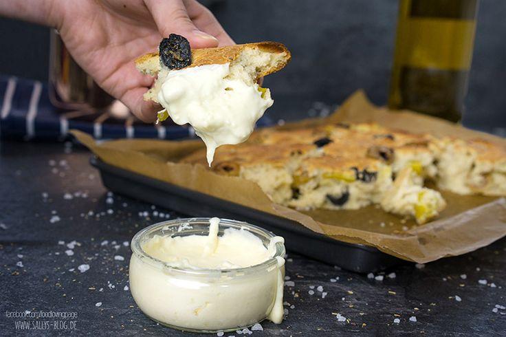 Mediterranes Fladenbrot mit Käse-Dip