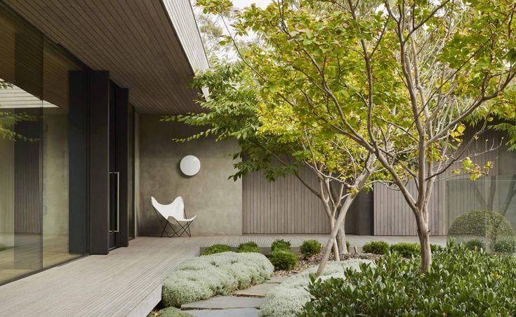 remash: links courtyard house ~ incarc architects