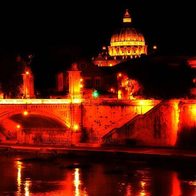 I spent 1 month in Rome this summer. One night, Ingrid and I went to walk around the city at night. It was past midnight and we enjoyed all the monuments with the most gorgeous light ever. Here's Saint Peter basilic on the back, and one of the bridges that cross Tevere river. . . . #travelstoke #fotografiaunited #TravelBlog #travelstoke #MatadorN #lonelyplanet #huffpostgram #Canonphotography #GozandoEstoy #serialtraveler #iamtb  #theurbanshutter