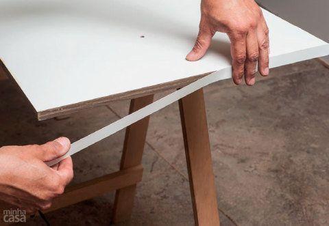 Prático e barato, o laminado adesivo é uma boa solução para quem quer mudar a cara dos móveis. Aprenda como utilizá-lo em casa.