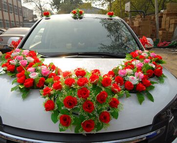 Wedding Car Singapore How To Choose A Wedding Car Decoration Car Decor Wedding Car Decorations Wedding Car