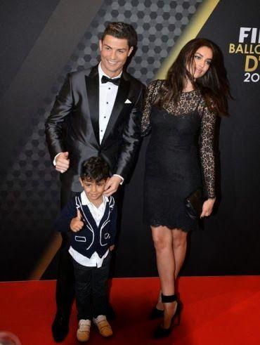 Fashion Assistance: Balón de Oro: Pilar Rubio e Irina Shayk de encaje, Antonella de azul glitter y Messi de granate