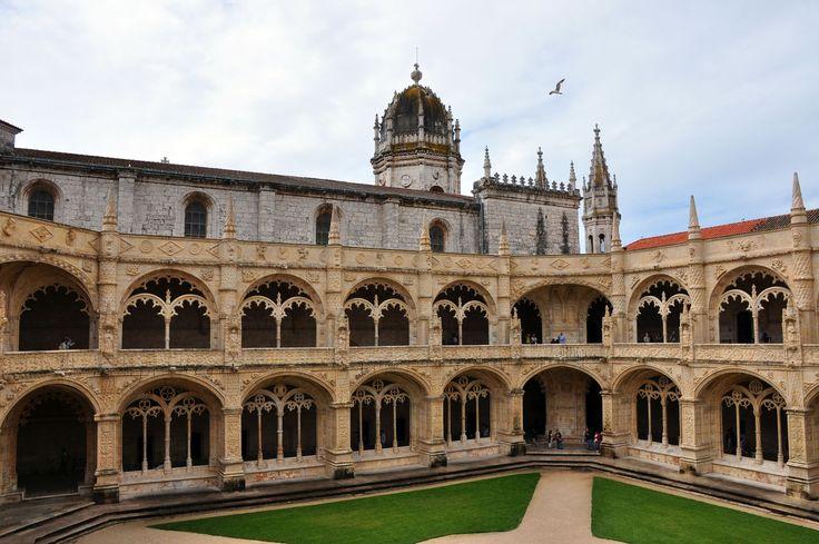Monasterio de los Jerónimos. Arte Manuelino en todo su esplendor en el Barrio de Belém. #Portugal #Turismo