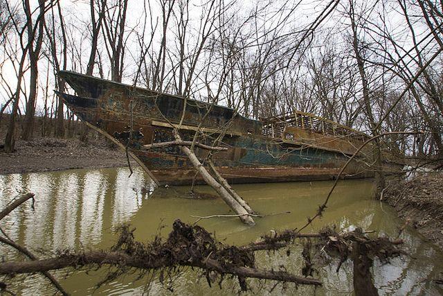 Quot Ghost Ship Quot In A Creek Near Cincinnati Off Ohio River